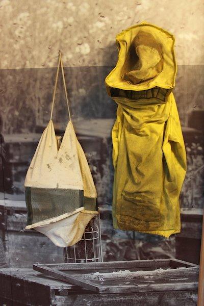 abbigliamento dell'apicoltore mmape museo dell'ape ti amo trentino