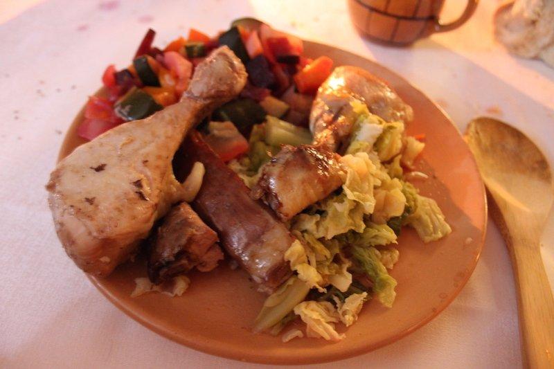 Abbondante e succulento il piatto delle carni con contorno di verdure