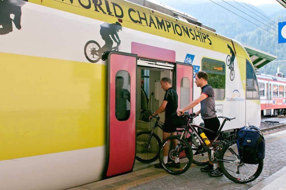 prendi il treno, puoi portarti anche la bici sul Dolomiti Express