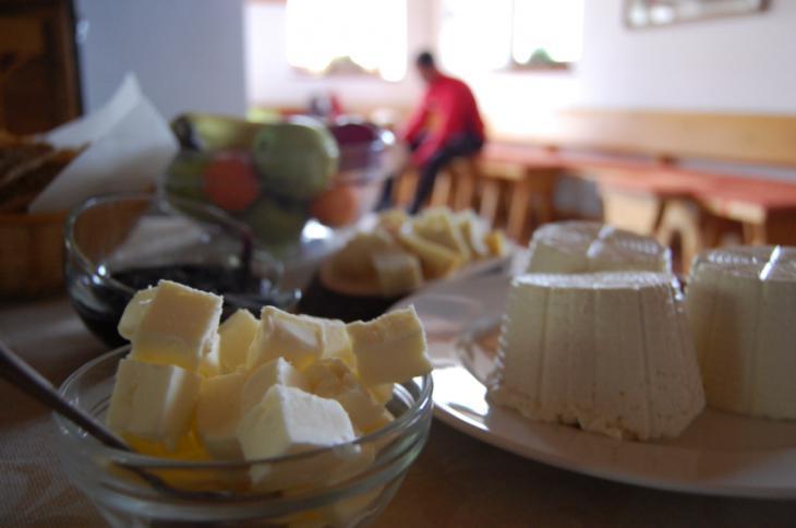 Fantastica la colazione in malga, un occasione per assaggiare i sapori forti, autentici e genuini del formaggio di montagna