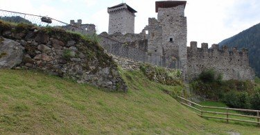 Il Castello San Michele di Ossana , uno splendido maniero