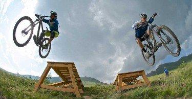 la squadra italiana di downhill testa il bike park al passo del tonale