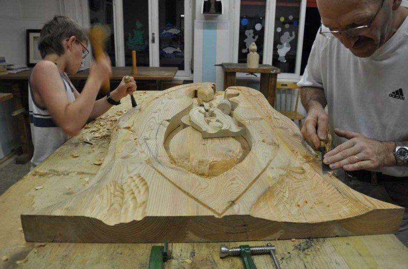 scuola-d'intaglio-scultori-all'opera