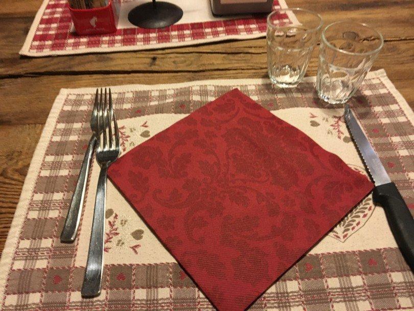 Il tavolo apparecchiato per noi